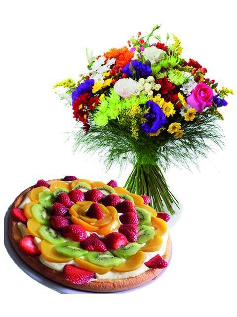 Bouquet di fiori misti con crostata alla frutta