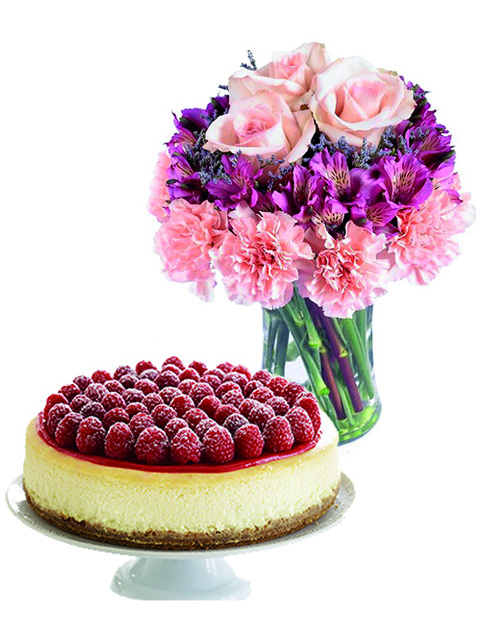 rose e alstroemerie con torta cheesecake