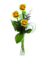 Tre rose gialle.
