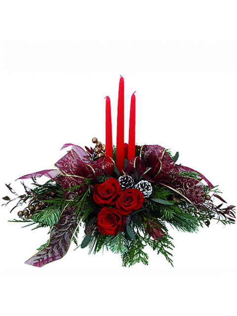 centrotavola con tre rose rosse e tre candele