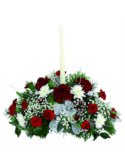centrotavola natalizio con una candela bianca