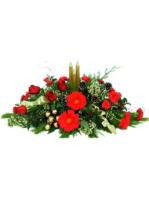 centrotavola natalizio con rose gerbere e candele